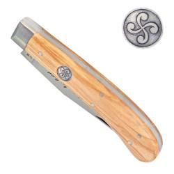 Couteau avec une croix basque