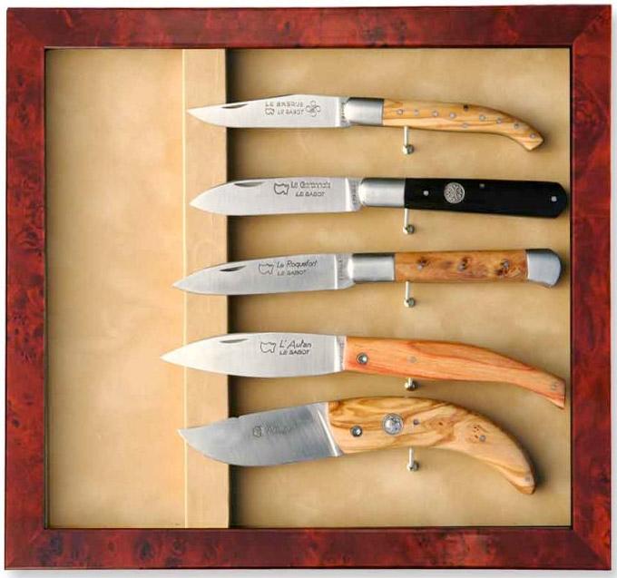 vitrine de couteaux